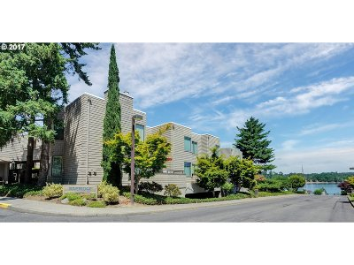 Condo/Townhouse For Sale: 5858 SW Riveridge Ln #11