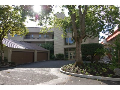 Condo/Townhouse For Sale: 246 SE Spokane St #8