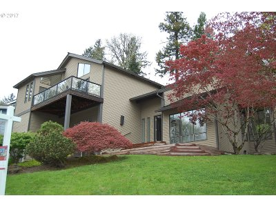 Lake Oswego Single Family Home For Sale: 3393 Tempest Dr