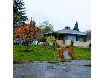 Single Family Home For Sale: 10400 NE Knott St