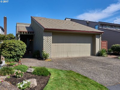 Multnomah County Single Family Home For Sale: 285 N Lotus Beach Dr