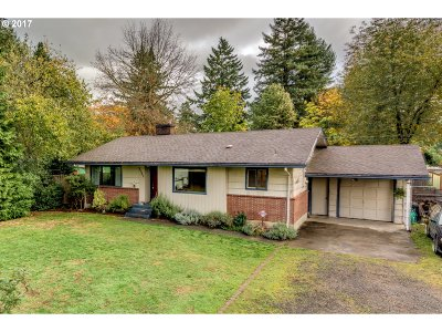 Portland Single Family Home For Sale: 5735 SE Flavel Dr