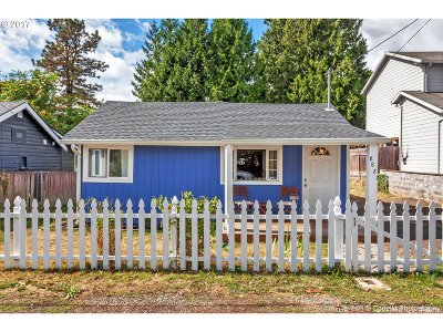 Milwaukie Single Family Home For Sale: 8821 SE 29th Ave