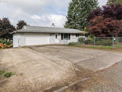 Estacada Single Family Home For Sale: 453 NE Shafford Ave