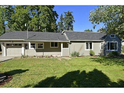 Milwaukie Single Family Home For Sale: 19500 SE Kay St
