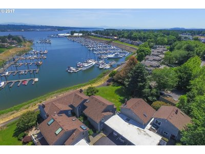 Condo/Townhouse For Sale: 530 N Hayden Bay Dr