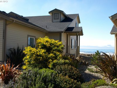 Gold Beach OR Single Family Home For Sale: $389,000