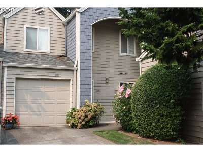 Lake Oswego Condo/Townhouse For Sale: 5225 Jean Rd #313
