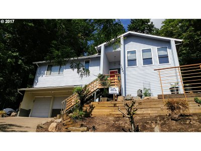 Lake Oswego Single Family Home For Sale: 13991 Majestic Ct