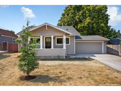 Milwaukie, Gladstone Single Family Home For Sale: 9327 SE 32nd Ave
