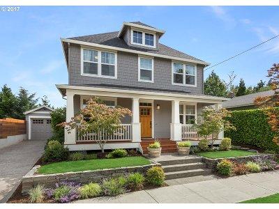 Portland Single Family Home For Sale: 7104 NE Siskiyou St