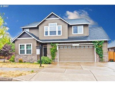 Sandy Single Family Home For Sale: 37124 Goldenrain St