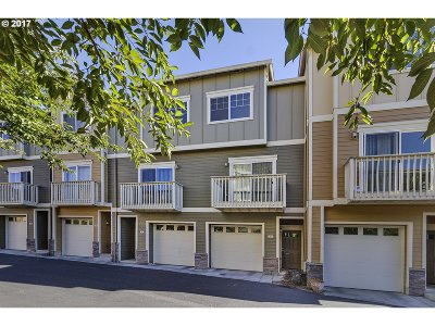 Condo/Townhouse For Sale: 18485 SW Stepping Stone Dr #57