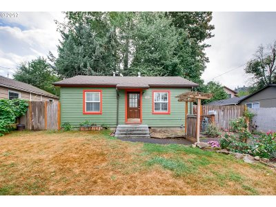 Gresham Single Family Home For Sale: 340 SE 2nd St