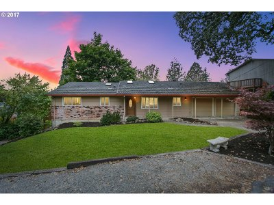 Portland Single Family Home For Sale: 9375 SW 69th Ave