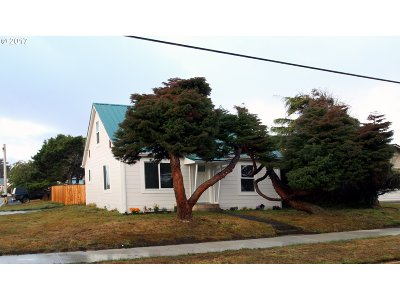 Bandon Single Family Home For Sale: 615 4th St