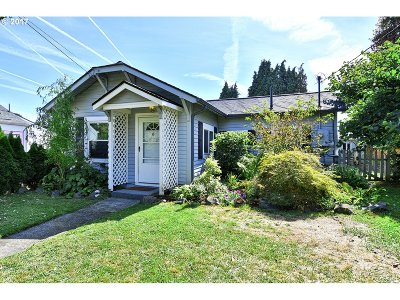 Milwaukie Single Family Home For Sale: 3106 SE Roswell St