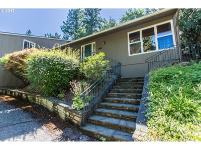 Lake Oswego Single Family Home For Sale: 945 Cumberland Rd