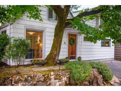Lake Oswego Single Family Home For Sale: 16758 Graef Cir