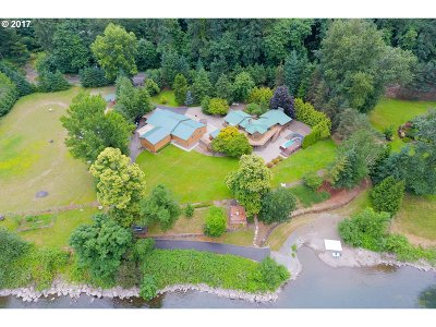 Single Family Home For Sale: 13625 Clackamas River Dr