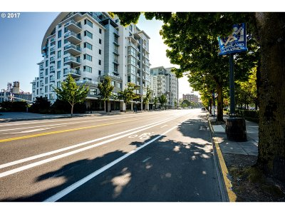 Condo/Townhouse For Sale: 1260 NW Naito Pkwy #803B