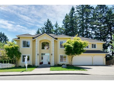 Clackamas Single Family Home For Sale: 12320 SE Bluff Dr