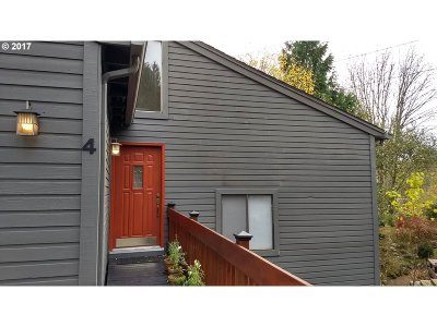 Lake Oswego Single Family Home For Sale: 4 Adams Ct
