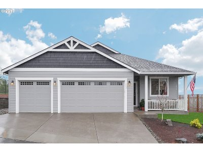 Estacada Single Family Home For Sale: 203 NE Oak View Ln
