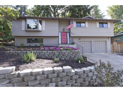 Milwaukie Single Family Home For Sale: 4388 SE Cottonwood Ct