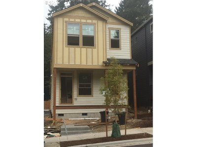 Portland Single Family Home For Sale: 9043 SW Westhaven Dr