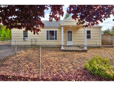 Single Family Home For Sale: 5530 SE Bybee Blvd