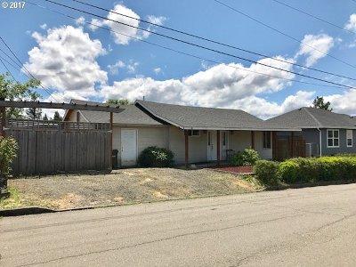 Roseburg Multi Family Home For Sale: 533 NE Clover Ave