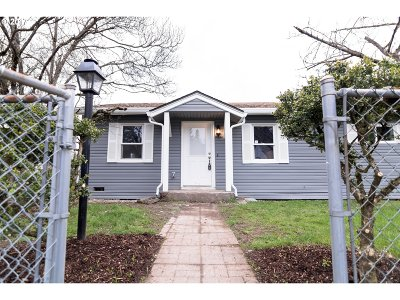 Milwaukie Single Family Home For Sale: 6945 SE Brehaut St