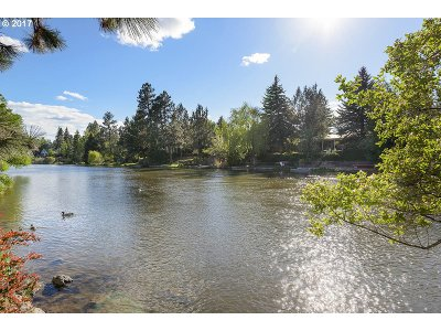 Bend Single Family Home For Sale: 615 NW Riverfront St
