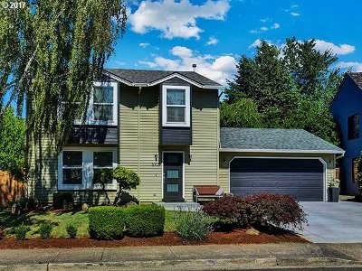 Portland Single Family Home For Sale: 5705 NW Landing Dr