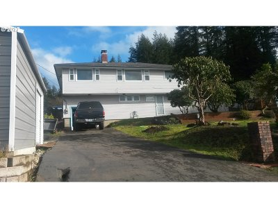 Coquille OR Single Family Home For Sale: $182,000