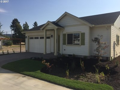 Newberg, Dundee Single Family Home For Sale: 729 N College A St