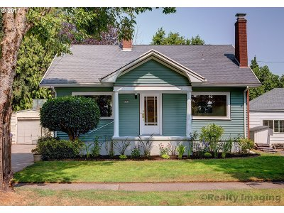 Single Family Home For Sale: 4745 NE Everett St
