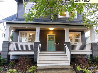 Multnomah County Single Family Home For Sale: 2614 NE 32nd Pl