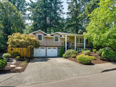 Lake Oswego Single Family Home For Sale: 17784 Cardinal Dr