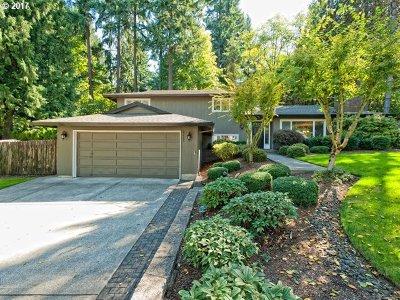 Lake Oswego Single Family Home For Sale: 17585 Treetop Way
