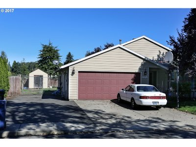 Milwaukie Single Family Home For Sale: 5543 SE Willow St