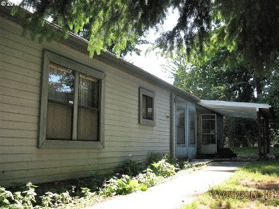 Milwaukie Single Family Home For Sale: 9557 SE 32nd Ave
