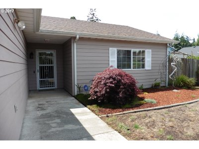 Coos Bay Single Family Home For Sale: 1055 Pirates Ct