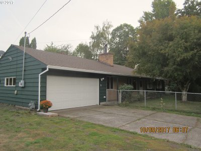 Milwaukie, Gladstone Single Family Home For Sale: 5040 SE Thiessen Rd