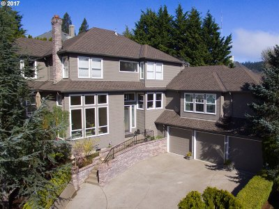 Portland Single Family Home For Sale: 745 SW 67th Pl