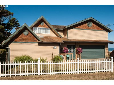 Lincoln City Single Family Home For Sale: 5817 NW Jetty Ave