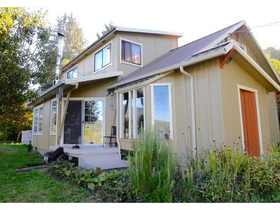 Coquille Single Family Home For Sale: 90986 Hwy 42 S