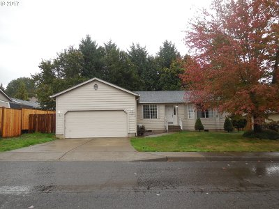 Milwaukie Single Family Home For Sale: 11732 SE Home Ave