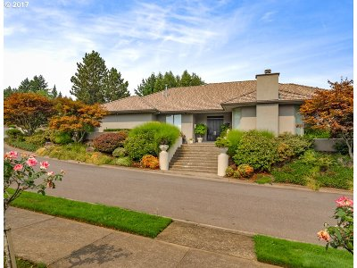 Lake Oswego Single Family Home For Sale: 1555 Country Cmns